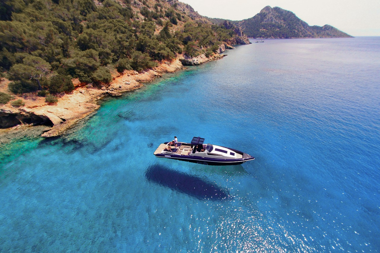 chartering service of yacht in Hydra